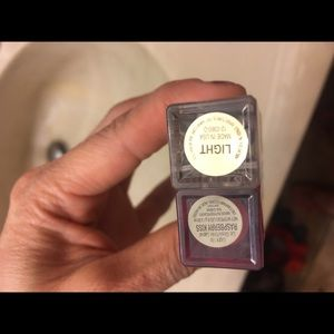 artistry Makeup - Artistry lipstick and eye correcting with light
